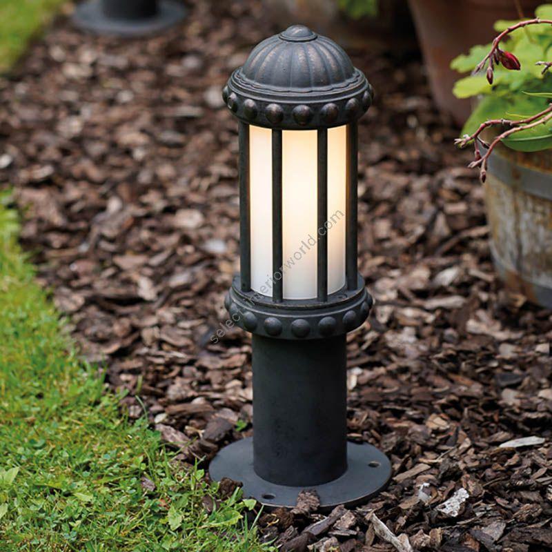 Robers / Outdoor Pedestal Lamp / AL 6906