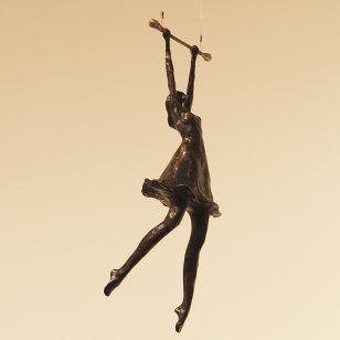 Tom Corbin / Skulptur / Girl on Trapeze S2355